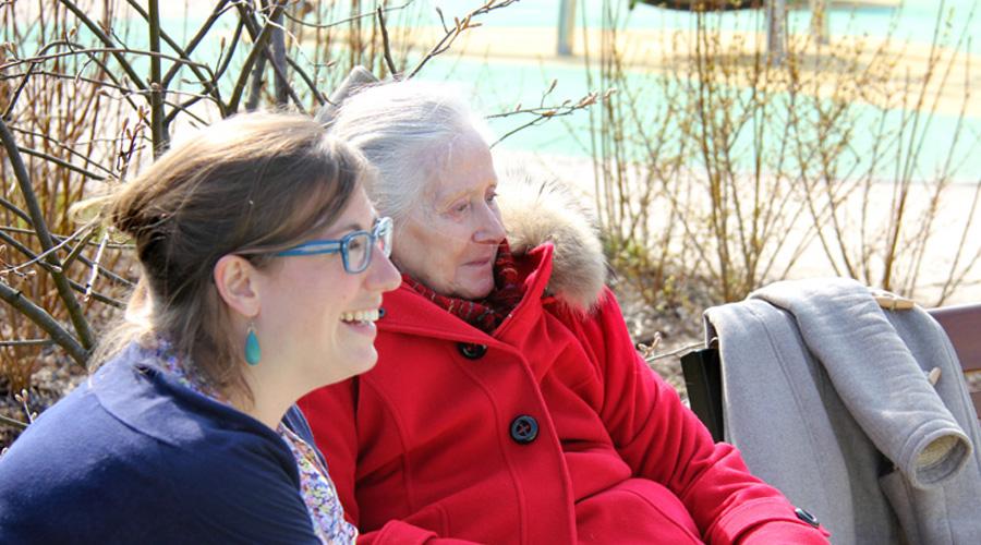 La Bruyére femmes sur un banc